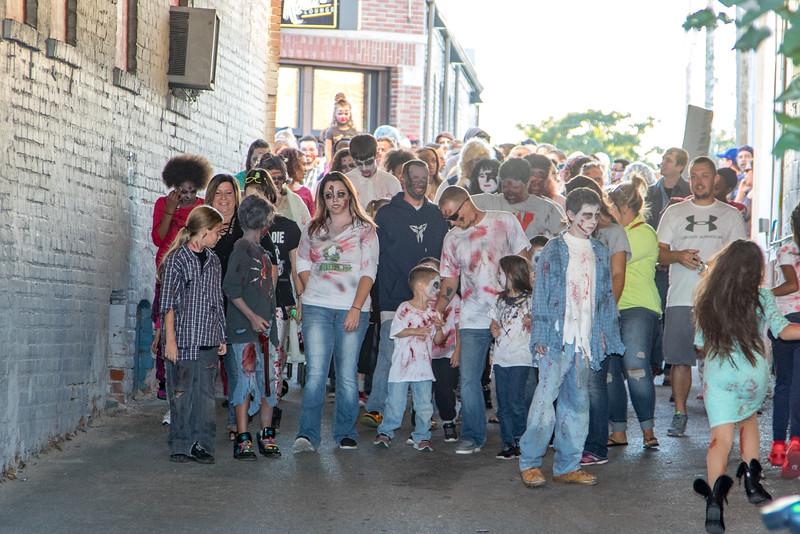 2016 omaha zombie walk-21