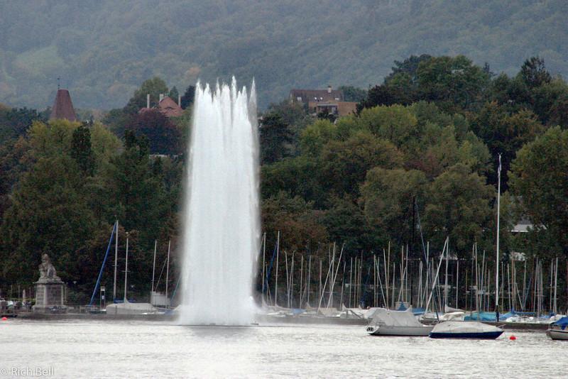 20040929Water Fountain on Lake Zurich Switzerland0556