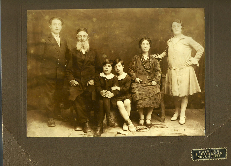 I am looking for descendents of Morris/Samuel Zwilling and Yetta Zwilling pictured here from Noua Sulita