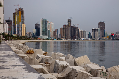 A closer look at the edge of the water. Panama City, Panamá