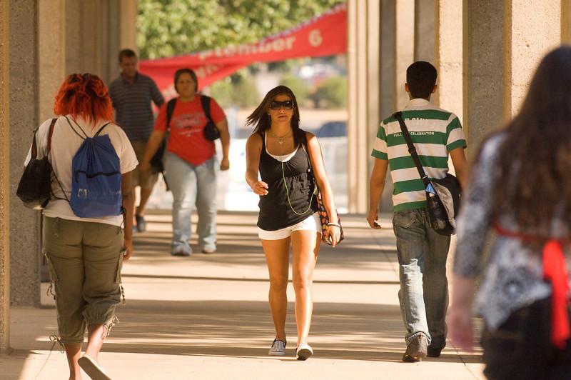 189384744_campus_scene_08_28_07_0321