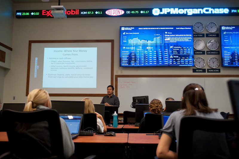 Minas Trading Lab classroom in Federal Hall, Scott College of Business