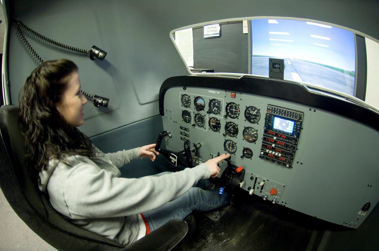 Women_in_aviation_sim_0003