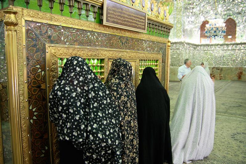 Women praying at the grave of a Muslim saint