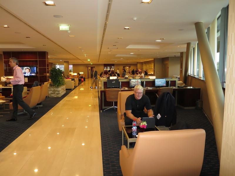 Emirates business lounge Paris
