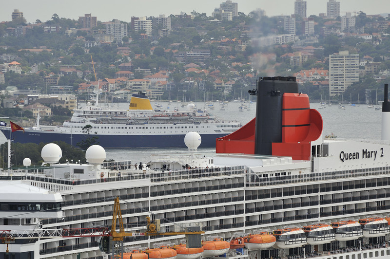 Queen Mary 2 and Saga Rose