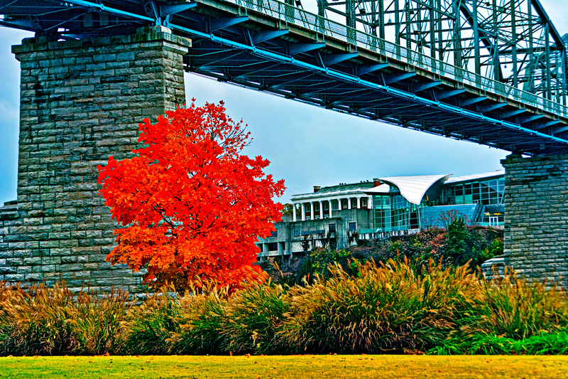 Walnut Street Bridge and the Hunter Museum