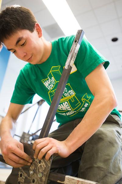 CEIE students build steel bridge