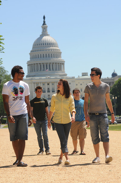 Mason students take in the sights in Washington, DC. Photo by Evan Cantwell/Creative Services/George Mason University