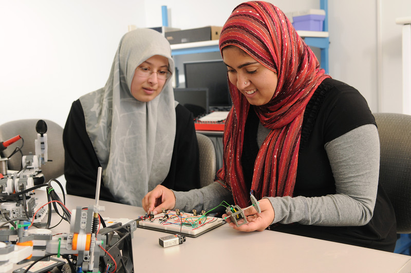 Salma Mahmoud and Sidra Khan in Bioengineering lab