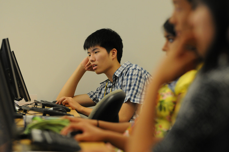 ICES Summer High School Workshop in Economics aims to teach high school students about economics prior to their enrollment to college, facilitate them in the process of establishing a learning habit, and strengthen their aspiration for continuous learning.