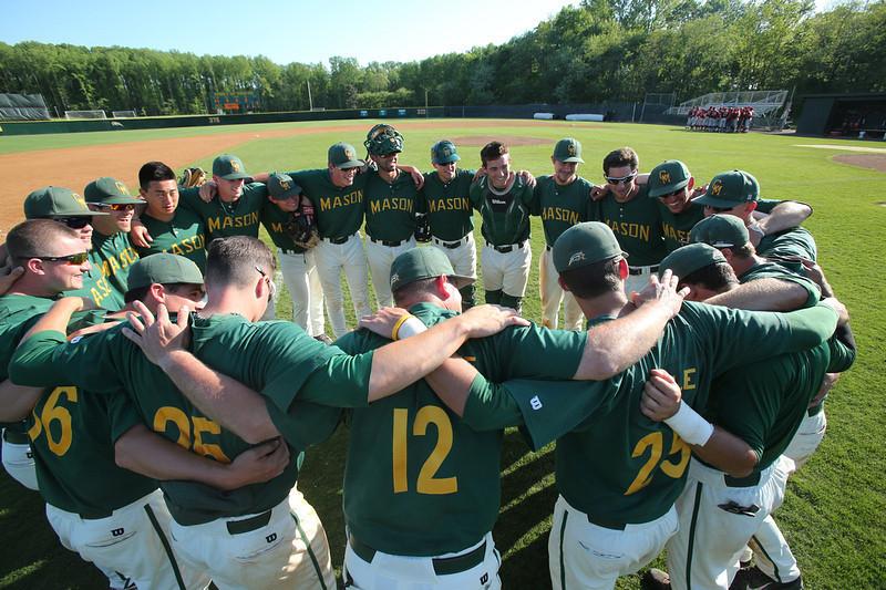 George Mason University baseball team plays against Saint Joseph's on May 10, 2014. Photo by George Mason Unversity Athletics