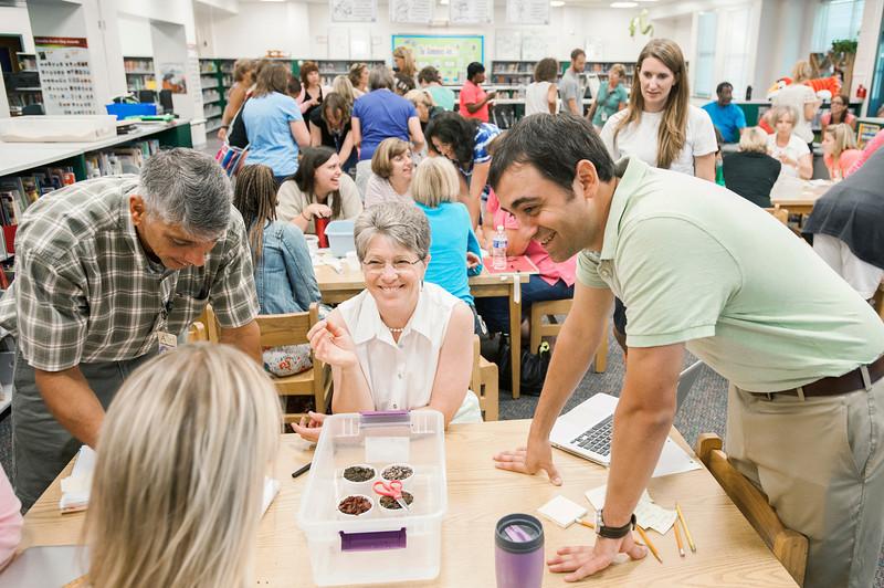 Arlington County teacher Jeremy Farrara introduces colleagues to the VISTA program at Taylor Elementary School. Photo by Alexis Glenn/Creative Services/George Mason University