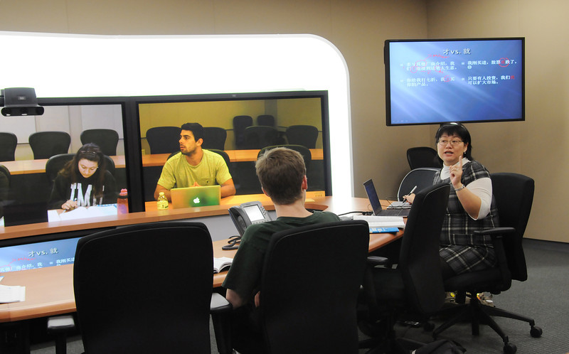 Students learn Chinese in the TelePresence room