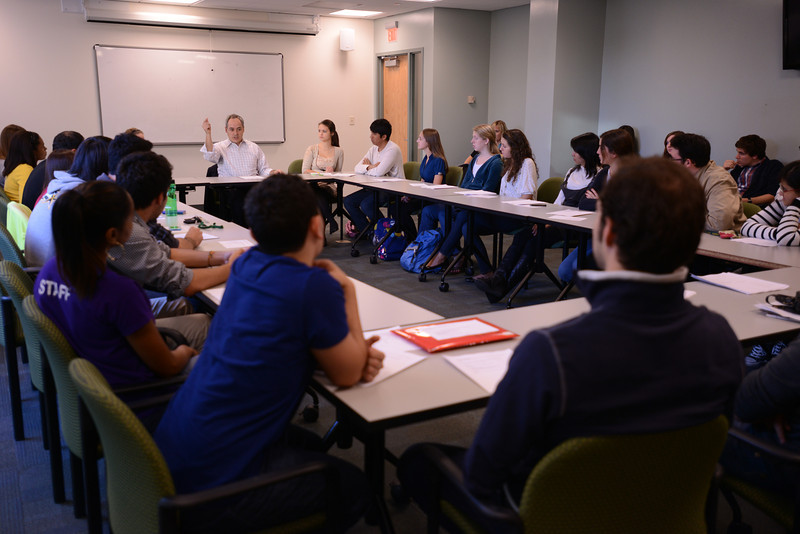 President Cabrera meets with students to examine Mason's vision statement. Photo by Evan Cantwell/George Mason University