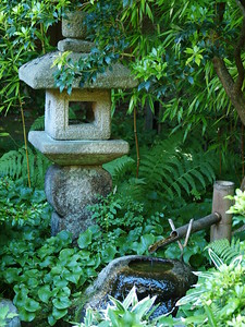 Stone and water in Nitobe Gardens (2006).