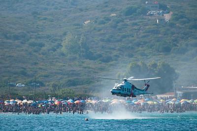 """Olbia, Sardegna, 21.08.2011: simulazione di soccorso da parte di un elicottero della Guardia Costiera durante la manifestazione """"Cielo Sardegna 2011"""", in occasione dei festeggiamenti per il 150° anniversario dell'Unita' d'Italia."""