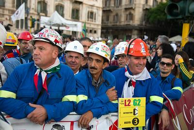 Cagliari, Italy. 22.09.2013. Workers wait for the arrival of Pope Francis. (IT) Alcuni operai dell'Alcoa aspettano l'arrivo di Papa Francesco e il suo discorso sul lavoro.