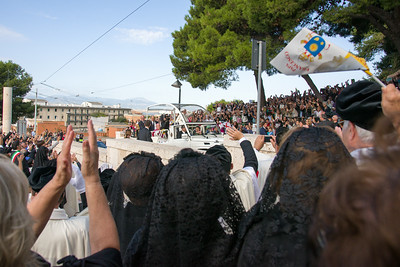 Cagliari, Italy. 22.09.2013. Pilgrims acclaim Pope Francis as he arrives at Sanctuary of Our lady of Bonaria. (IT) La folla di pellegrini che salutano Papa Francesco al suo arrivo al Santuario di Bonaria.