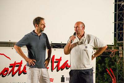 All'oasi Peschiera di San Teodoro si presenta la prima serata del festival. Da sinistra Neri Marcorè e  Marco Navone.