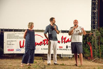 All'oasi Peschiera di San Teodoro si presenta la prima serata del festival. Da sinistra Piera Detassis, Neri Marcorè e  Marco Navone.