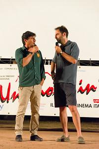 A Porto San Paolo si presenta la terza serata del festival. Da sinistra l'attore Emilio Solfrizzi e Neri Marcorè.