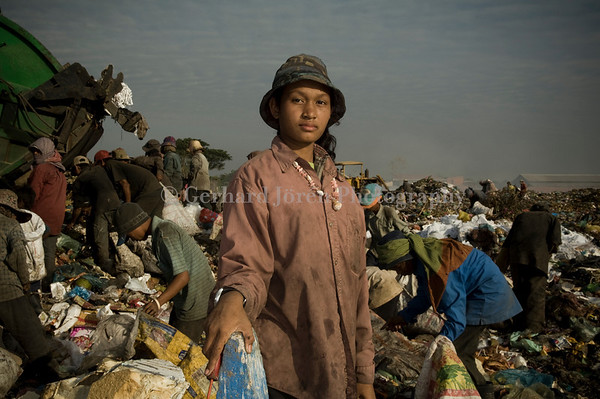 A 17 year old girl, working full time at the dump and earns US$ 1 a day.<br />  Stung Meanchey Municipal Waste Dump  in southern Phnom Penh, in  Stung Meanchey district. Over 500 children works long hours side by side with some 1500 adults.  They all live in the slums surrounding the dump, which covers about 100 acres, or almost 6 hectares. They make less then US$ 1,50 a day