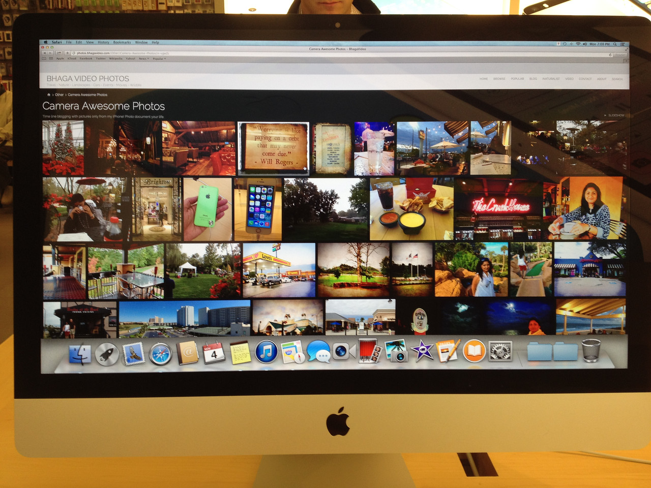 "At the Apple Store Summit Mall. 11/4/2013. A picture of my photo blog on an iMac 27""."