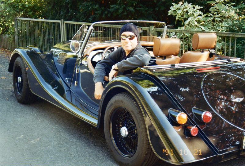 seit 2012: Mister MO, die Nr. 3. Morgan Plus 4 Neuwagen, bis auf ein paar Anfangsprobleme ab Werk, alles ok. <br /> Na ja, eben ein Engländer.... ich sehe ja schon etwas strange aus... na ja, das Auto auch... :)
