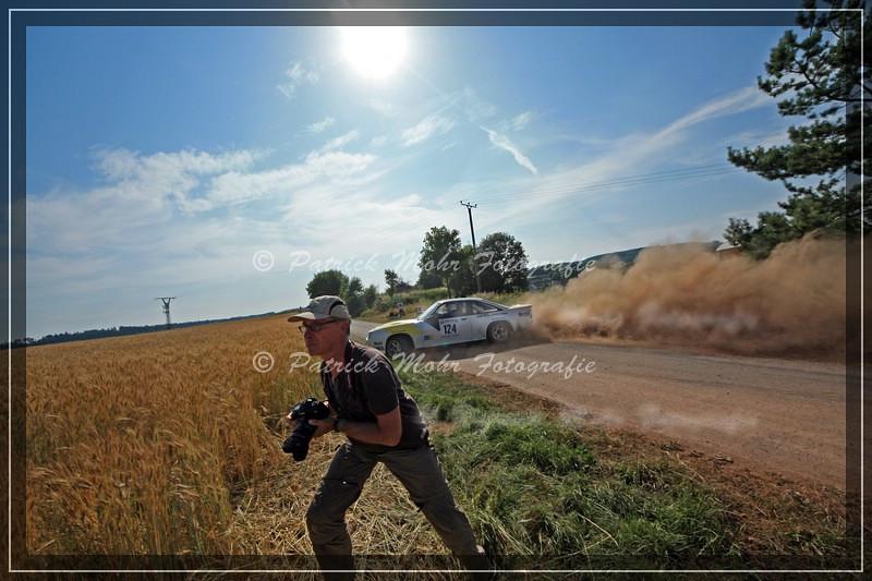 """auf der Flucht... der Manta """"mähte"""" danach durch das Feld... Eifel Rallye Festival 2013"""