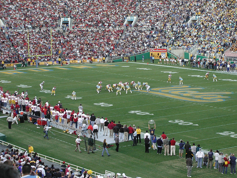 2000-11-18 - UCLA v USC - Action on the field