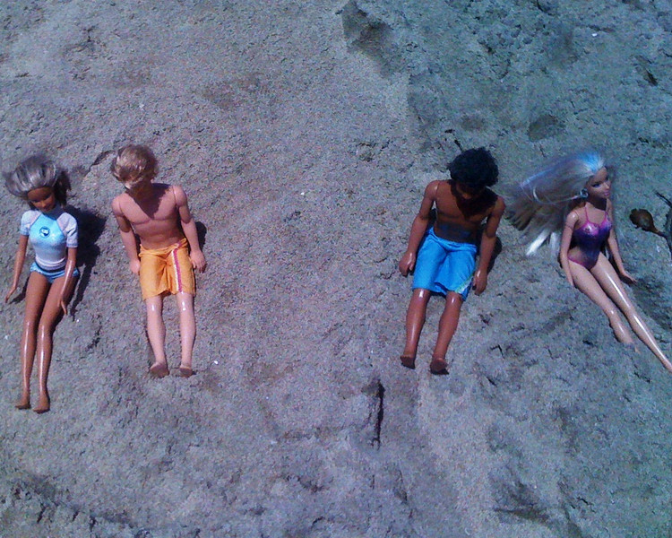 2010-06-25 - Malibu Barbi and friends at Bolsa Chica State Beach in Orange County, CA, USA