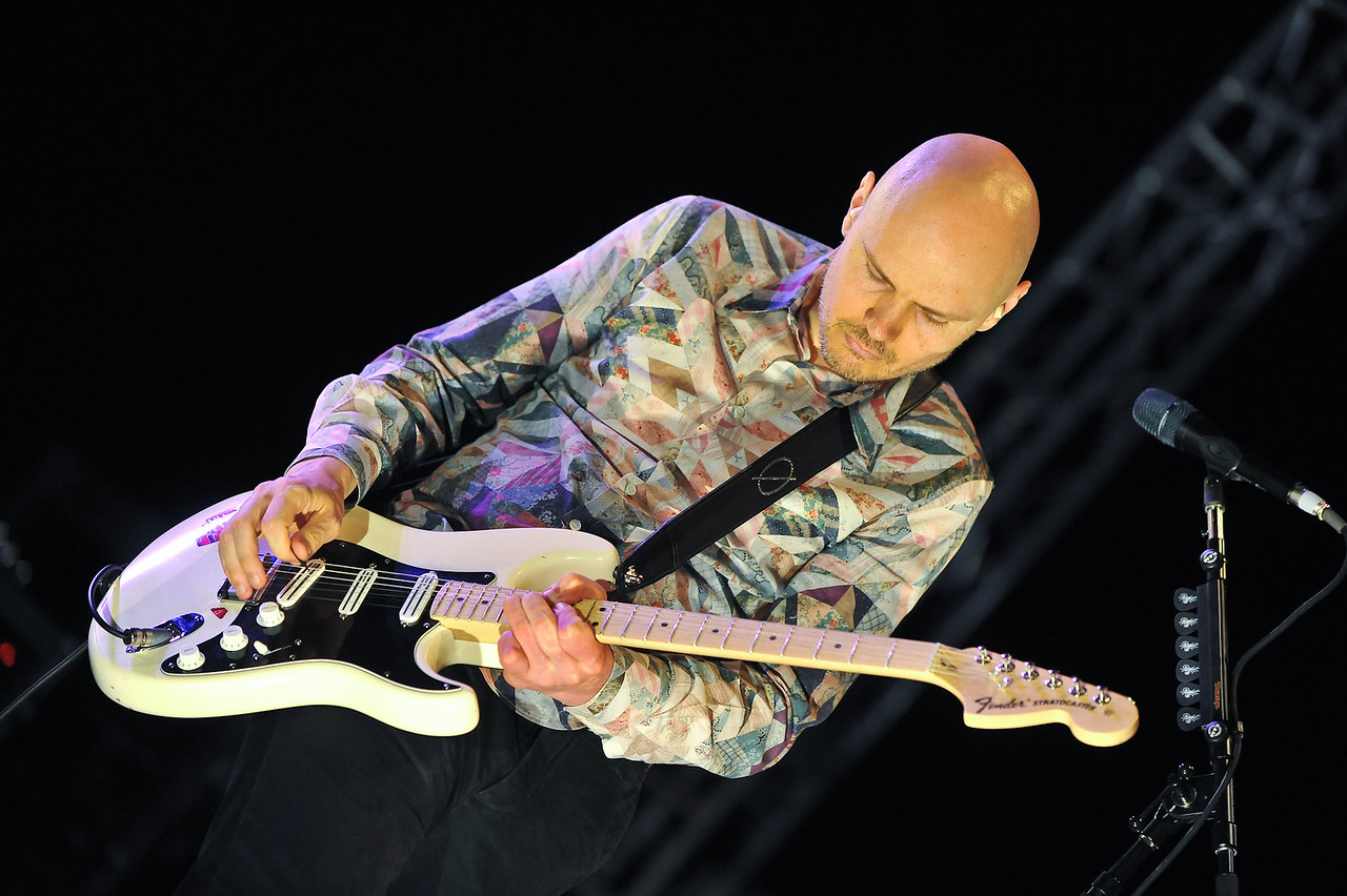 Billy Corgan belts out an old favorite.