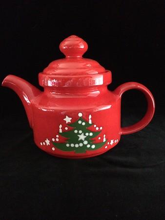 christmas teapot and mugs