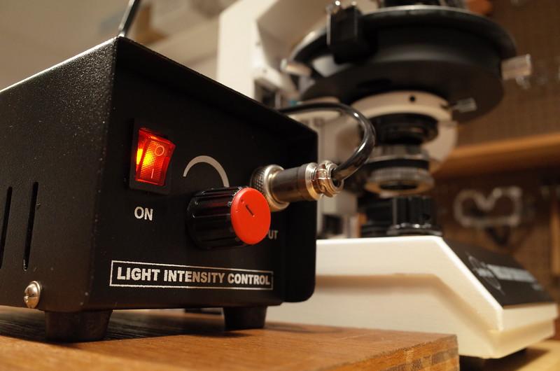 Radical_microscope_epi_illumination_switch_rheostat_intensity_control