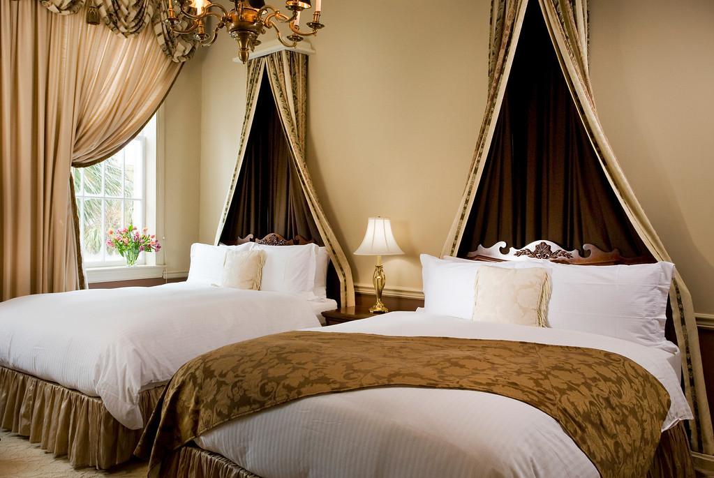 Vendue Room405 bedroom%20%282%29 XL Dream Beds: Our Top 10 for Style and Drama