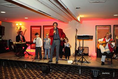 Arti Dixson Holiday Party-jlb-12-19-10-5208w