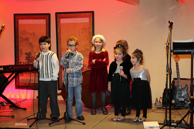 Arti Dixson Holiday Party-jlb-12-19-10-5207w