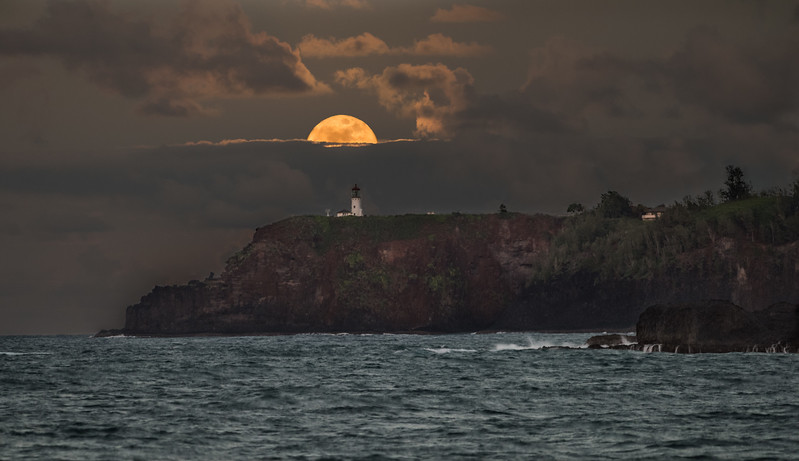 Full Moon Rising Over the Kilauea Lighthouse (December 2016)