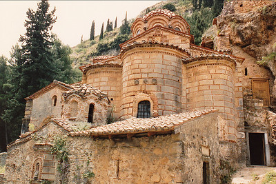 The Peribleptos Monastery: located along the southernmost end of the wall of the Middle City of Mystras. Built during the brief period (in the 14th century) of the Venetian occupation of Mystras. It displays the same Frankish architectural style as the Pantanassa Monastery. Little is known about this building and research is ongoing.