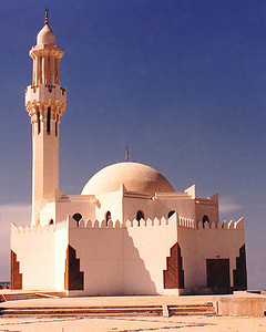 A small but nicely designed neighborhood mosque done in the mastabah-and-minaret architectural style I saw throughout the Arabian Peninsula. It is tucked away on turnout along the Corniche Road, overlooking the Red Sea.