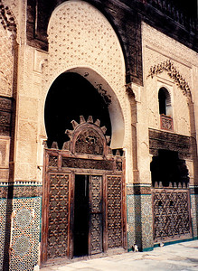 Madrasa Bou Inania: Alabaster and marble archways adorned with teak wood grillwork gates.