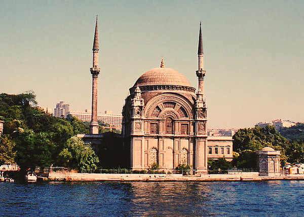 Ortaköy Mosque: The actual name of this mosque is the Great Mecidiye Mosque. It is located on the European shore of the Bosporus, in the Ortaköy District in Beşiktaş County. It was built by Sultan Abdülmecit, its designers wer Garabet Baylan and his son, Nigağos Baylan. The mosque is made in the Neo-Baroque European style.