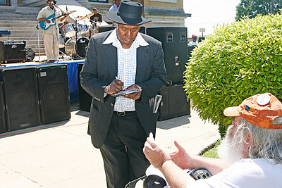 Mr Tater signs his CD for Frank Lee, at the First Annual Pinetop Perkins Blues Festival in Belzoni, MS (2008)