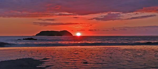 Manuel Antonio Beach Sunset Pano crop 2 DSCF1931T_dfine