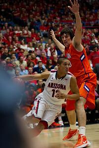 Awesome shot ruined by cameraman. Nick Johnson - 13. Arizona vs Clemson basketball 10Dec2011