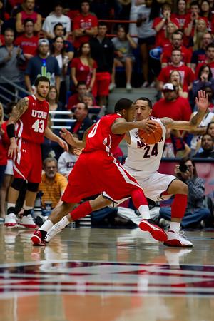 Brandon Lavender (24) guarding Utes Chris Hines (0). Arizona vs Utah basketball 11Feb2012
