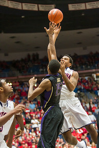 Jordon Mayes (20). Arizona vs Washington basketball 20Feb2013
