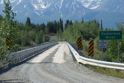 June 15, 2009  11:40 AM:  With robust guardrails and stout uprights to hold them, the bridge is a far cry from the narrow, skeletal trestle that carried many trains across the gorge in historic times.
