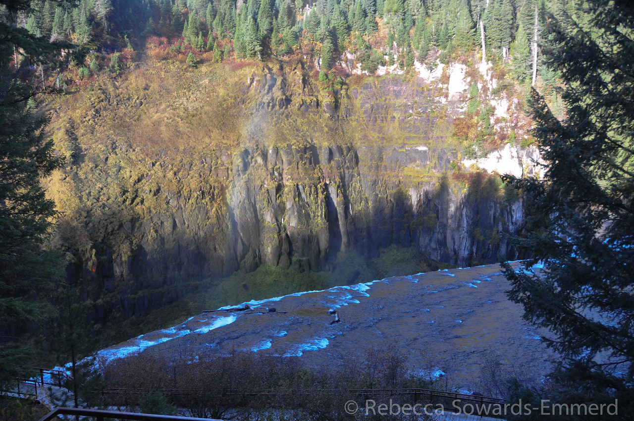 At the top of the Upper Mesa Falls: a nice rainbow in the mist